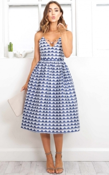 on_vacay_dress_in_blue_printro