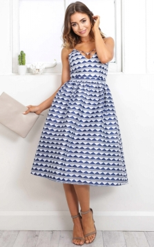 on_vacay_dress_in_blue_printtn
